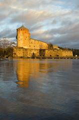 Крепость Олавинлинна ноябрьским вечером. Савонлинна, Финляндия