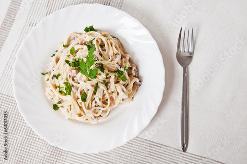 Fettuccine carbonara in a white bowl