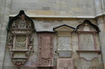 Grabsteine am Stephansdom in Wien