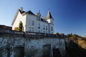 Chateau à La Roche Posay avec vue sur la rivière