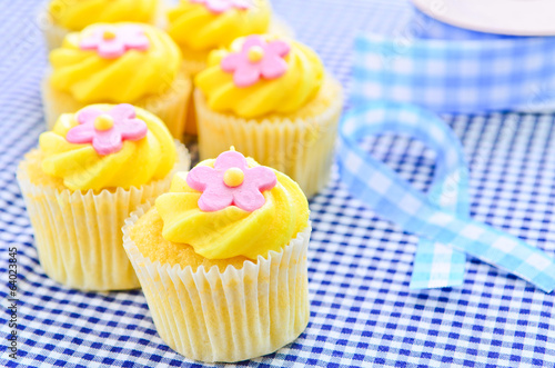 Iced lemon cupcakes