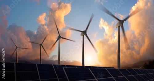 Windräder im Sonnenuntergang - 64025674