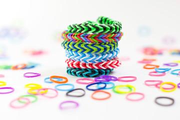 Pulsera de gomas de colores