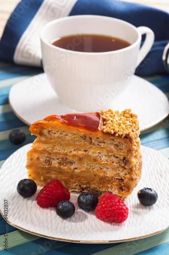 Cake with black tea and fresh berries