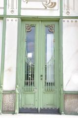Alte grüne Tür in Wien