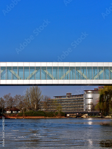 Papiers peints Pont passerelle des institutions européennes à Strasbourg