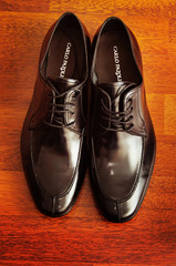 Man's black shoes