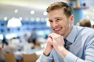 Smiling young man relaxing in a cafe