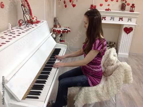 пианистка за фортепиано