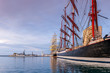 Bateaux au port au lever du jour