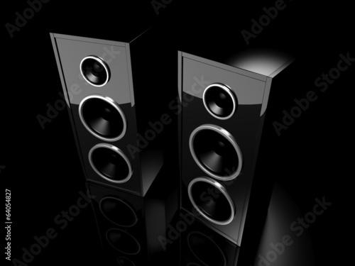 dos-altavoces-negros-brillantes-con-reflexion-sobre-fondo-negro