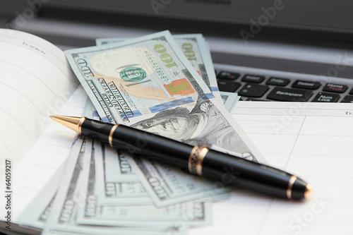 Шариковая ручка против банкнот. (3)