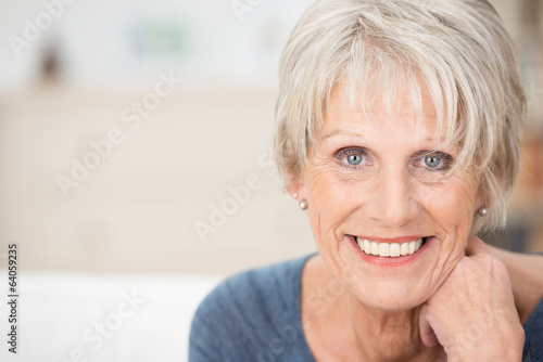 Leinwanddruck Bild - contrastwerkstatt : portrait einer modernen seniorin