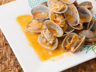 "Clams cooked in the recipe ""almejas a la marinera"""