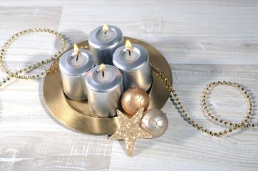 Adventskranz mit Golddeko