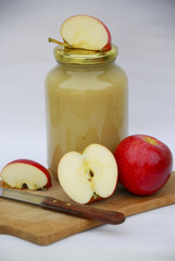 Apple sauce and fresh apples