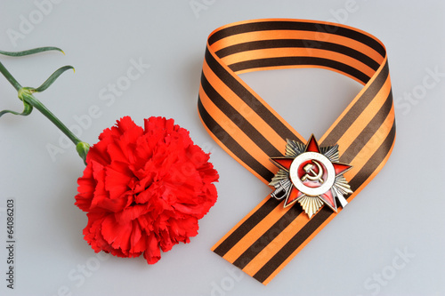 Red flower, Saint George ribbon in figure-of-nine with orders of