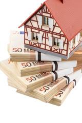 Fachwerkhaus auf Euro Geldscheinen
