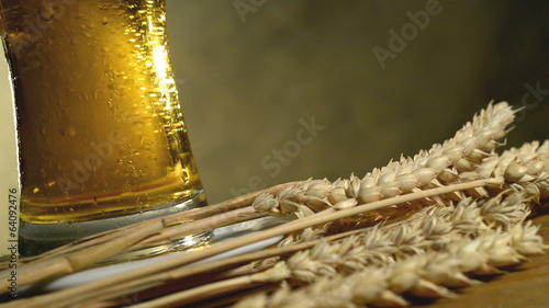 Wheat And Beer, Rotates  Glass