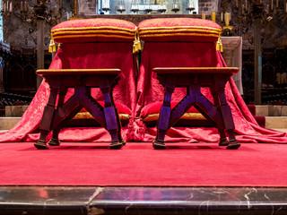 Sessel für Brautpaar in der Kirche