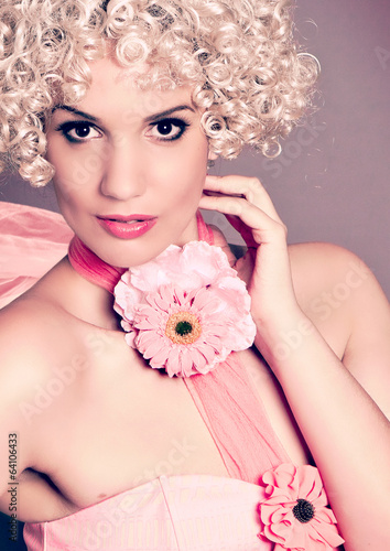 fashion 01_4-sweet curly-girl with flowers