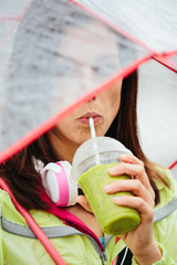 Sporty woman drinking detox healthy smoothie