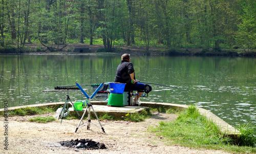 Papiers peints Peche Pêche au coup dans un étang