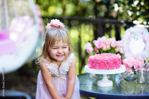 Fototapeta Little girl celebrate Happy Birthday Party with rose outdoor