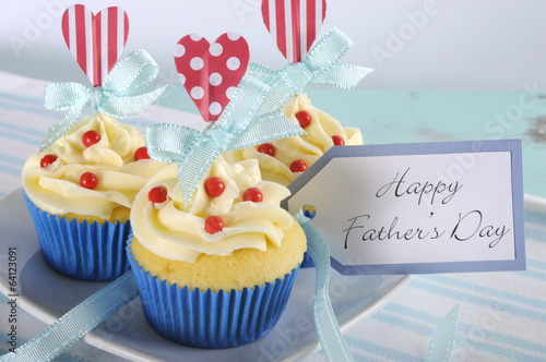 Happy Fathers Day cupcakes with gift tag close up