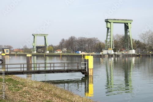 Fotobehang Kanaal Grosse Kanalschleuse im Wesel-Datteln-Kanal, Datteln