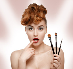 Girl can not choose a brush for makeup