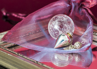 Pendel mit Kristallkugel