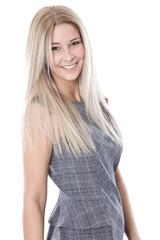 Junge lächelnde Blondine mit langen Haaren isoliert