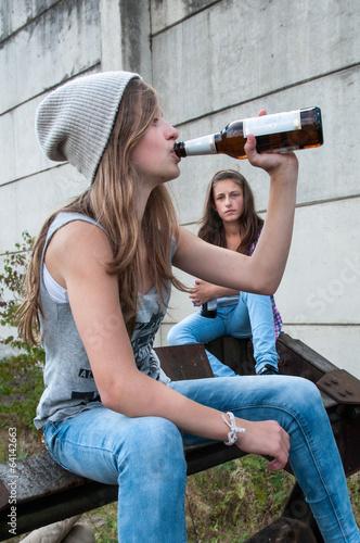 Alkoholmissbrauch - 64142663
