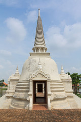 Pagoda Wat Phrasisanpetch white color