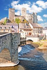 Die romantische Burg Runkel mit Alter Brücke und Altstadt