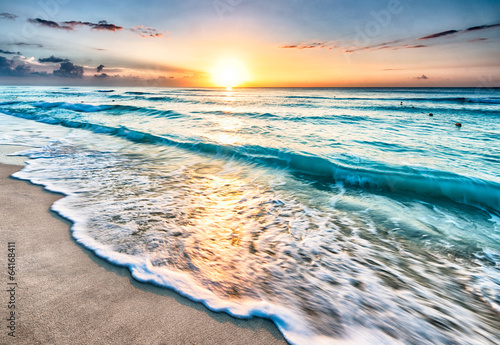 Spoed canvasdoek 2cm dik Zee / Oceaan Sunrise over beach in Cancun