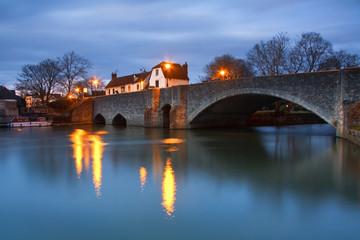 Evening scene on the river Thames near Oxford, UK.