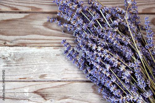 Papiers peints Lavande Lavender flowers on the wooden background