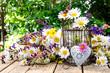 Herzliche Grüße: Frühlingsblumen mit Dekoration :)