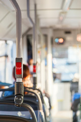Stoptaste im Linienbus