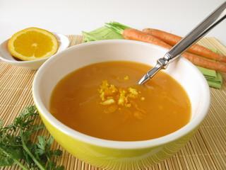 Karottencremesuppe mit Orange