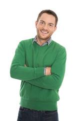Lachender positiver Mann in grünem Pullover - freigestellt.