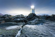 Leuchtturm auf den Klippen - 64213084