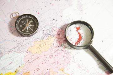 地図とルーペ