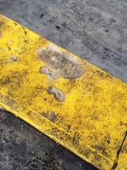 asfalto giallo