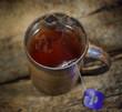 Teetasse auf einem Holztisch