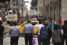 壁紙(ウォールミューラル) - Crowd of anonymous people walking on city street