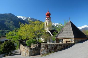 Tscharsch Kirche Etschtal Südtirol