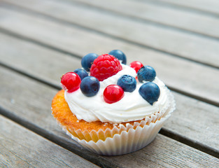 muffin with fruits